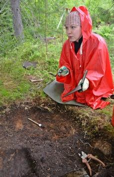 Kaivauksilla ei sadesää haittaa, kun on pukeutunut sään mukaisesti.