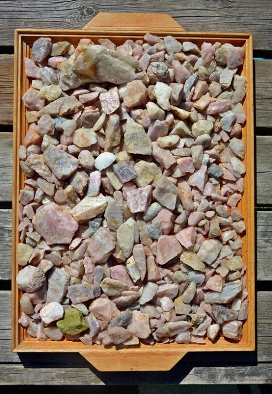 Leskelän peltojen kohdalla on tuhansia vuosia sitten sijainnut asuinpaikka. Siitä ovat todisteena sadat kiventyöstössä syntyneet kvartsi-iskokset sekä -esineet, joita pellonmuokkaus on nostanut esiin. Joukossa on runsaasti hienolaatuista ruusukvartsia.